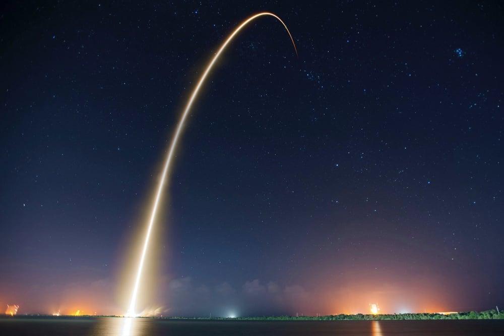 rocket-sky-night-lights